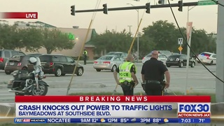 Crash knocks out traffic lights at Baymeadows Rd. and Southside Blvd.