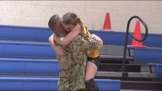 Surprise military homecoming at Oakleaf Junior High volleyball game