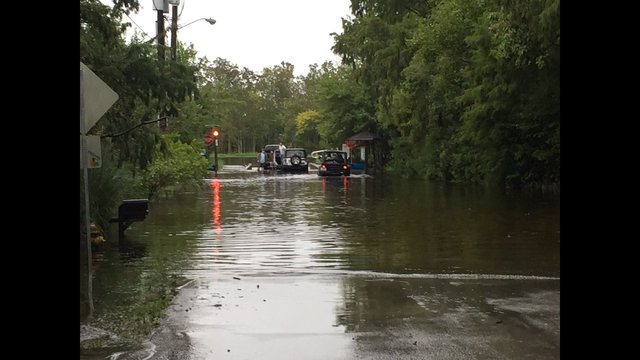The best photos from hurricane matthew in jacksonville for Fish camp jacksonville