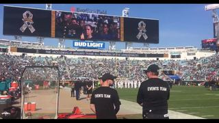 More than 200 men and women take oath of enlistment at Jaguars game