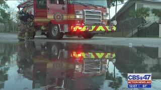 Firefighter injured in Regency gas station fire