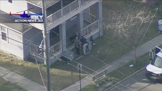 Police searching for 2 suspects after woman shot in Jacksonville