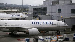 Teens wearing leggings barred from United flight