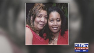 Mom killed in triple-stabbing, search for husband