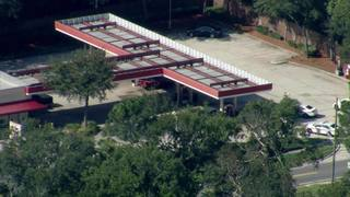 Man surrenders after running into Gate gas station on Collins Road, JSO says