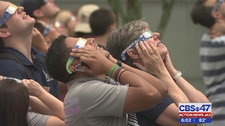 Hundreds of Jacksonville students flock to view the solar eclipse