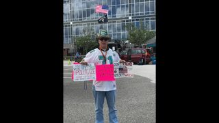 Jacksonville Jaguars fan says he was asked to leave stadium for silent protest