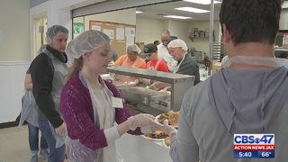 Hundreds receive free holiday meals