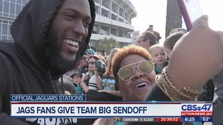 Hundreds of Jaguars fans give team big sendoff at EverBank Field