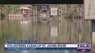 Volunteers clean up St. Johns River