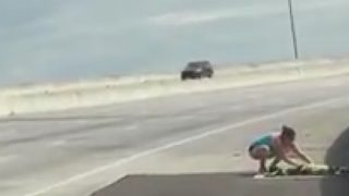 Good Samaratin Saves Kitten on Interstate