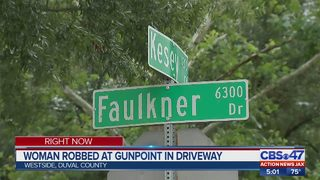 JSO: Woman robbed at gunpoint in driveway