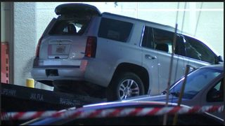 PHOTOS: SUV that dropped off 6 people at hospital after deadly Jacksonville mass shooting